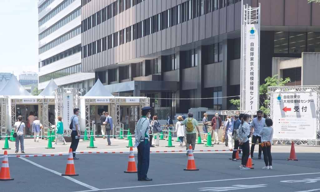Mass COVID-19 Vaccination Sites in Tokyo, Osaka Administer 15K Doses Per Day